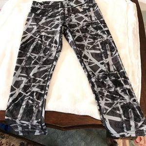 Athleta yoga capris size XS gray/black